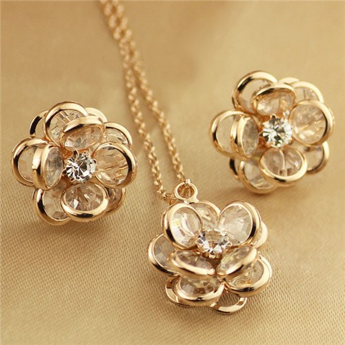 Vivid Dimensional Flower Design Rose Gold Necklace And