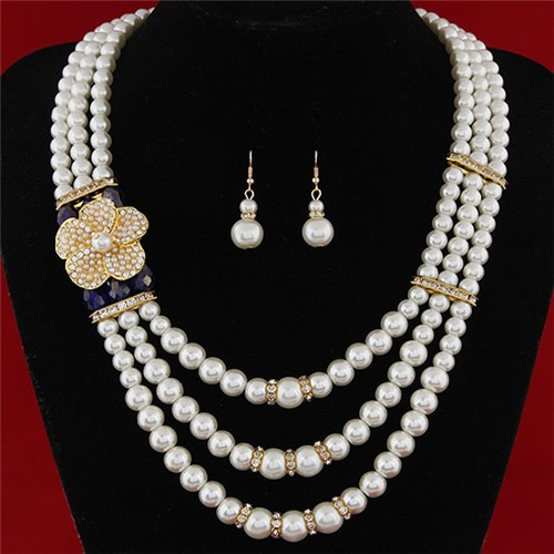Flower Decorated Triple Layers Pearl Fashion Collar