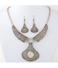 Artistic Hollow Floral Engraving Design Waterdrop Pendant Arch Fashion Necklace - Golden