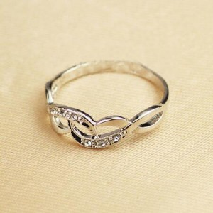 Rhinestone Inlaid Hollow Artistic Design 18K Platinum Plated Ring