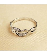 Rhinestone Inlaid Hollow Artistic Design 18K Platinum Plated Ring