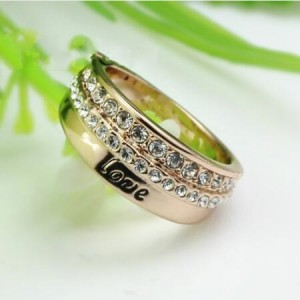 Rhinestone Inlaid Classic Love Letter Rose Gold Ring