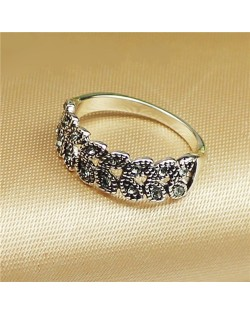 Rhinestone Embellished Leaves Fashion Platinum Plated Ring