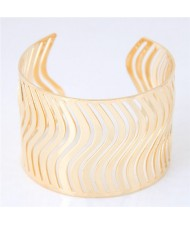 Waves Pattern Hollow-out Fashion Alloy Bangle - Golden