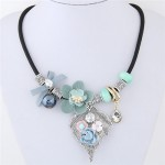 Delicate Flowers on the Leaf Design Fashion Statement Necklace - Blue