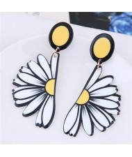 White Daisy Theme High Fashion Stud Earrings