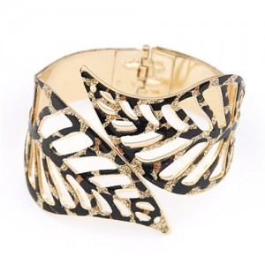 Gorgeous Hollow Leaves Bold Style Fashion Bangle - Black