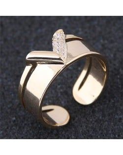 Cubic Zirconia Inlaid V Style Fashion Ring - Golden