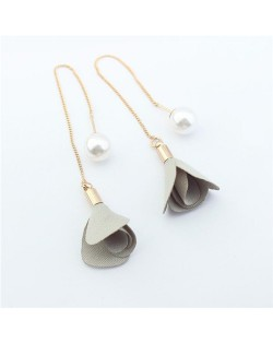 Korean Fashion Pearl and Petals Flower Design Fashion Earrings - Yellowish Gray
