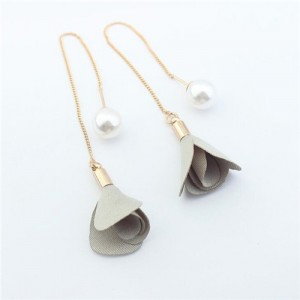 Korean Fashion Pearl and Petals Flower Design Fashion Earrings - Yellowish Gray