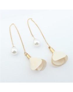 Korean Fashion Pearl and Petals Flower Design Fashion Earrings - Milky White