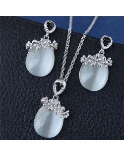 Sweet Flowers Decorated Opal Waterdrop Fashion Necklace and Earrings Set - Silver