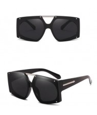 6 Colors Rivets Decorated Large Frame with Arrow Embellished Legs Unisex Fashion Sunglasses