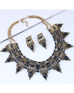 Turquoise Inlaid Vintage Hollow Folk Pattern Design Chunky Costume Necklace - Black