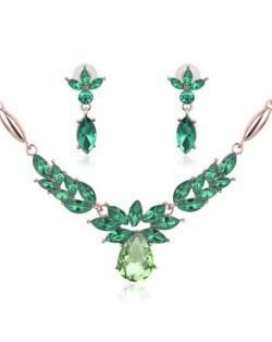 Rhinestone Flower Pattern Graceful 2pcs Golden Fashion Jewelry Set - Green