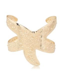 Vivid Starfish Alloy High Fashion Bangle - Golden