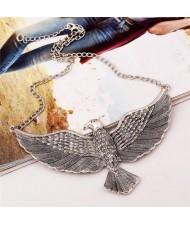 Vintage Eagle Pendant High Fashion Costume Necklace - Silver