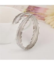 Punk High Fashion Alloy Feather Costume Bangle - Silver