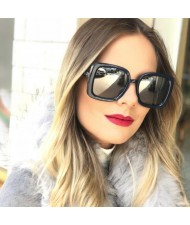 6 Colors Available Star High Fashion Bold Thick Square Frame Light-weighted Women Sunglasses