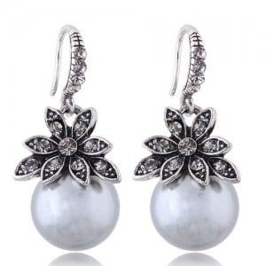 Czech Rhinestone Embellished Flower Pearl Fashion Costume Earrings - Gray