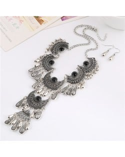 Gem Inlaid Vintage Waterdrops Design Hollow Geometric Engraving Chunky Costume Necklace and Earrings Set - Black