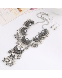 Gem Inlaid Vintage Waterdrops Design Hollow Geometric Engraving Chunky Costume Necklace and Earrings Set - White