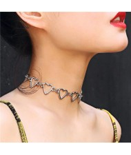 Linked Hollow Hearts Design Short Fashion Choker Necklace - Silver