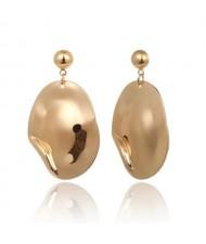 Irregular Oval Pendant Office Lady Fashion Costume Earrings - Golden