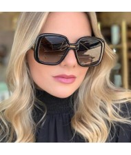 6 Colors Available Golden Rivets Decorated Bold Fashion Frame Women Sunglasses