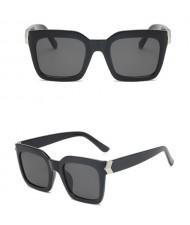 5 Colors Available Golden Rivets Twist Dough Decorated Women Sunglasses