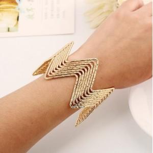 Wave Pattern Unique Design Alloy High Fashion Bracelet - Golden