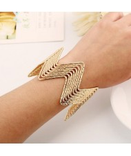 Wave Pattern Unique Design Alloy High Fashion Bracelet - Golden