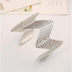 Wave Pattern Unique Design Alloy High Fashion Bracelet - Silver