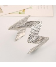 Wave Pattern Unique Design Alloy High Fashion Bracelet - Silver