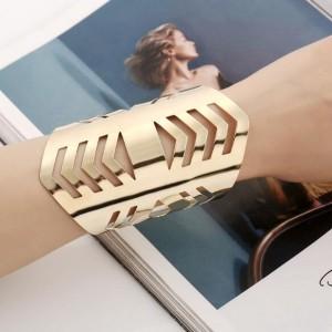 Irregular Hollow Design Punk Fashion Wide Alloy Bangle - Golden