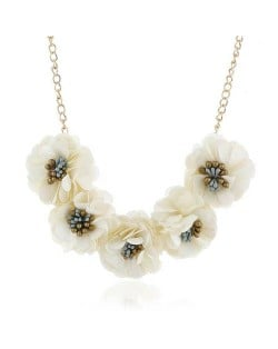 Sweet Cloth Flowers Women Fashion Necklace - White