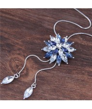 Rhinestone Shining Flower Pendant Long Chain Fashion Necklace - Blue
