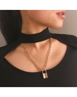 High Fashion Lock Pendant Alloy Chain Costume Necklace - Golden
