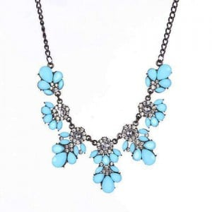 Resin Gems and Rhinestone Summer Style Flowers High Fashion Costume Statement Necklace - Sky Blue