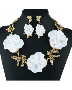 White Resin Flowers High Fashion Women Statement Necklace and Earrings Set