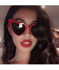 7 Colors Available Heart Shape Bold Frame Design Women Fashion Sunglasses