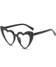 7 Colors Available Heart Shape Bold Frame Design Women Fashion Sunglasses