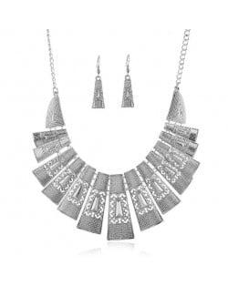 Unique Hollow Design Linked Bars High Fashion Women Bib Necklace - Silver