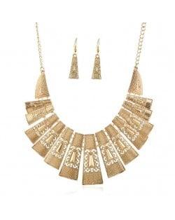 Unique Hollow Design Linked Bars High Fashion Women Bib Necklace - Golden