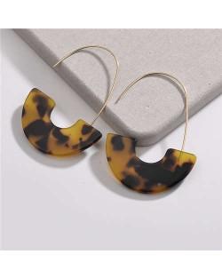 Dangling Semi-circle Acrylic Pendant Design High Fashion Women Earrings - Color 3