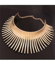 Bold Rivets Punk Style High Fashion Alloy Women Statement Necklace - Golden