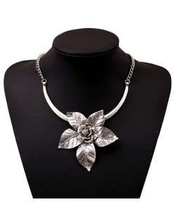 Flower Pendant Romantic Style Short Costume Necklace - Vintage Silver