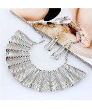 Hollow Fan-shape Metallic Women Bib Necklace and Earrings Set - Silver