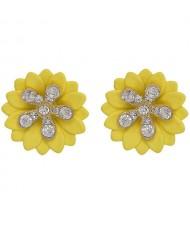 Rhinestone Embellished Daisy Design High Fashion Women Earrings - Yellow