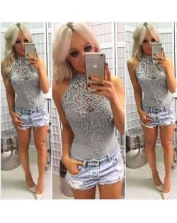 Floral Hollow Lace Design Sleeveless Women Tight Top - Gray